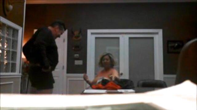 Madison Ivy fantasztikus szopást ad fehérneműs sex a medence közelében.