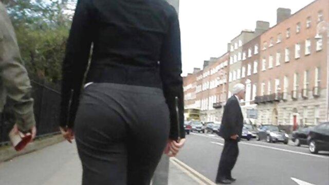 A perverz tépte leggings a szőke, szar a sex közelről segged a kutya stílusa