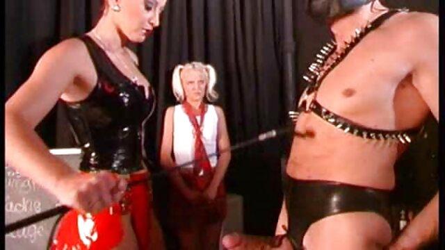 Törpe baszik egy családi szexfilm lány egy kutyus stílusban