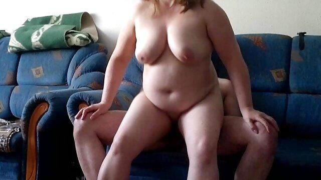 Rossz Arianna kezeli a férfi pisilni, szüz sex szórakoztató