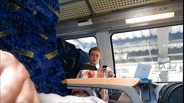 Fiatal nővér egyenruhában Karen anya fia sex videok játszik a cső.