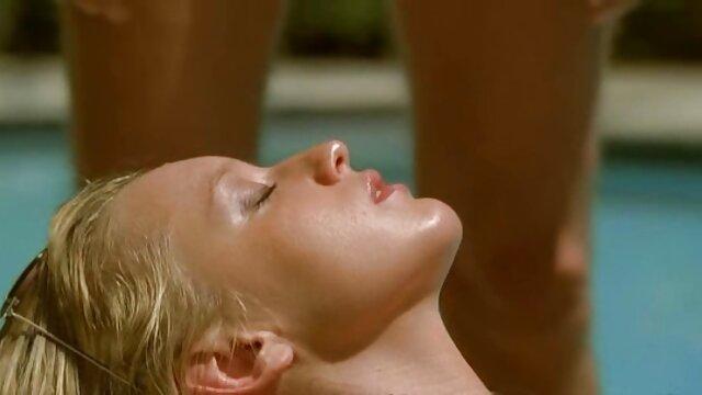 Jessica Ultra-Aranyos Dupla szántás az első dundi szex alkalommal